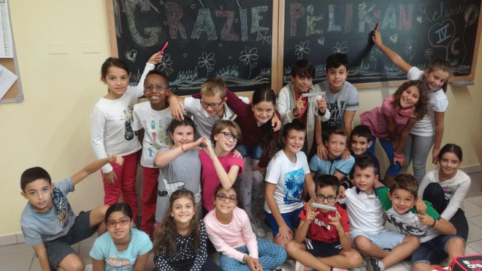Donazione Pelikan: la foto della scuola vincitrice di Bologna